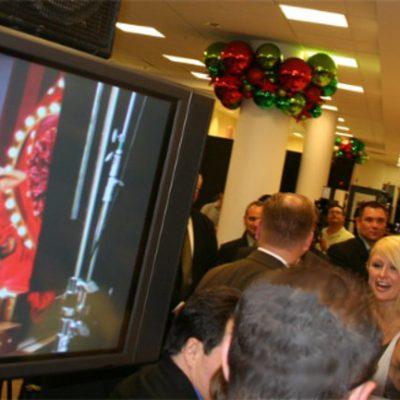 Paris Hilton Devet At Macys Dsignage